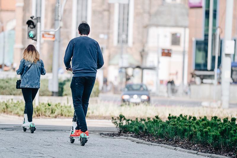 por dónde pueden circular los patinetes